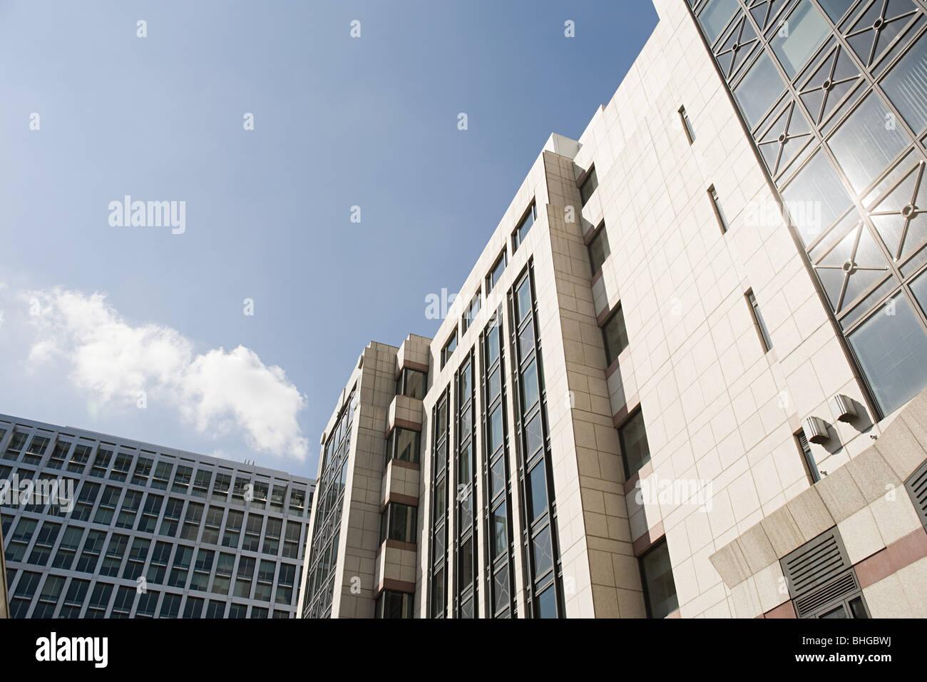 Basso angolo vista degli edifici per uffici Immagini Stock