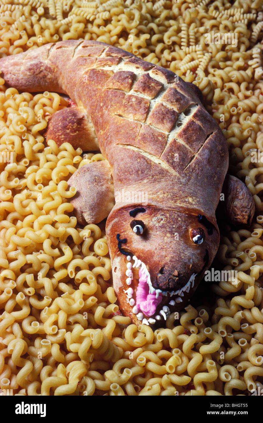 Alligatore fatta di pasta acida pane di pasta Immagini Stock