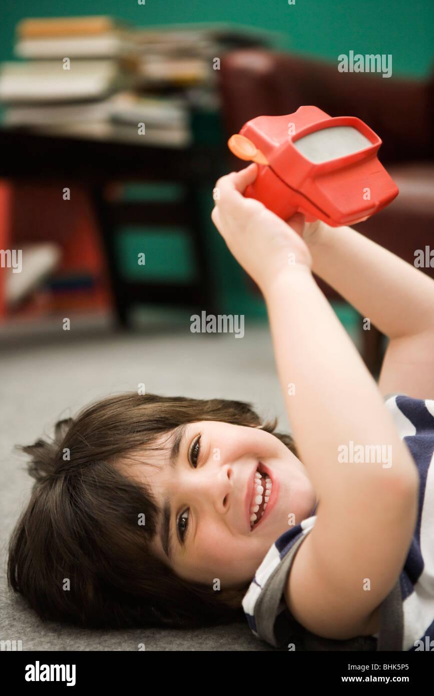 Ragazzino con mirino giocattolo Immagini Stock