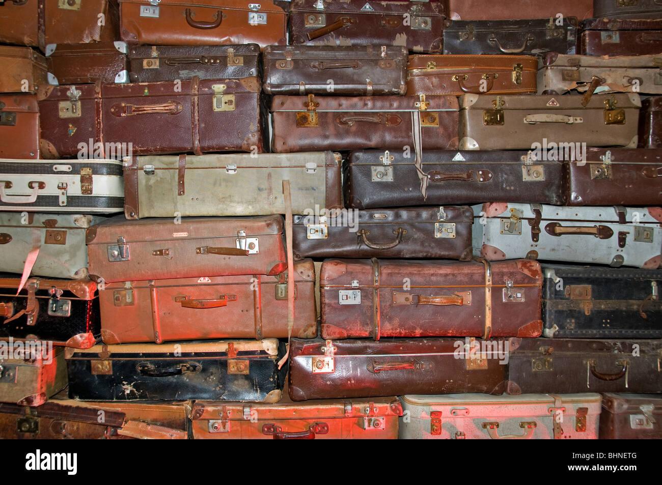 Marche aux Puces de Saint Ouen mercato delle pulci Parigi valigia borsa trunk swap vacanze viaggi Immagini Stock