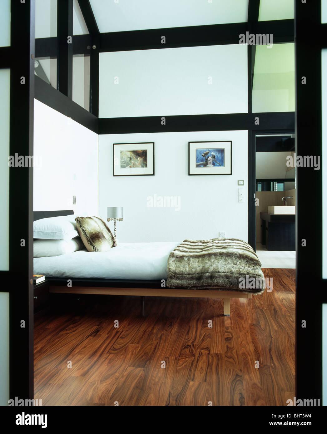 Pavimenti Camere Da Letto Moderne pelliccia di gettare sul letto in camera da letto moderne