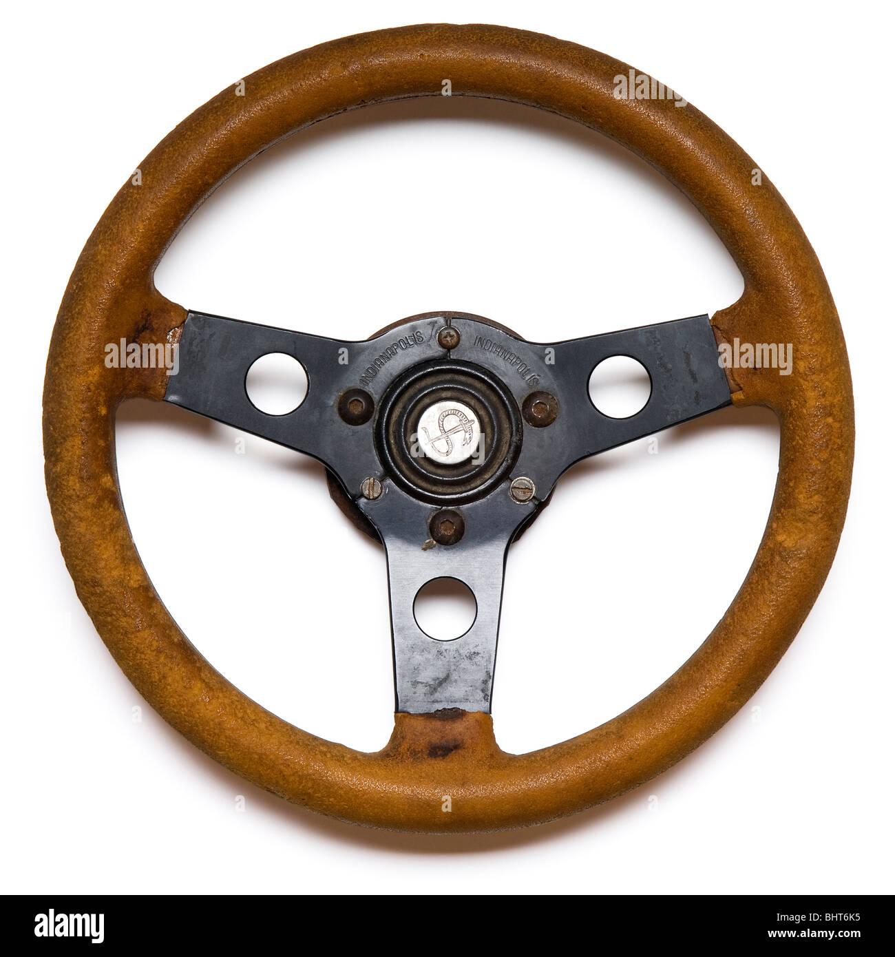 Un vecchio volante su bianco - con percorso di clipping. Accedi il centratore è mano-ha voluto e non è Immagini Stock