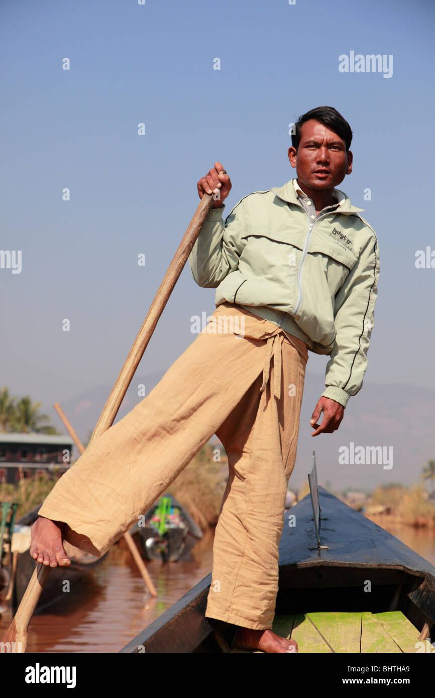 Myanmar Birmania Lago Inle, gamba vogatore, Boatman, stato Shan, Immagini Stock