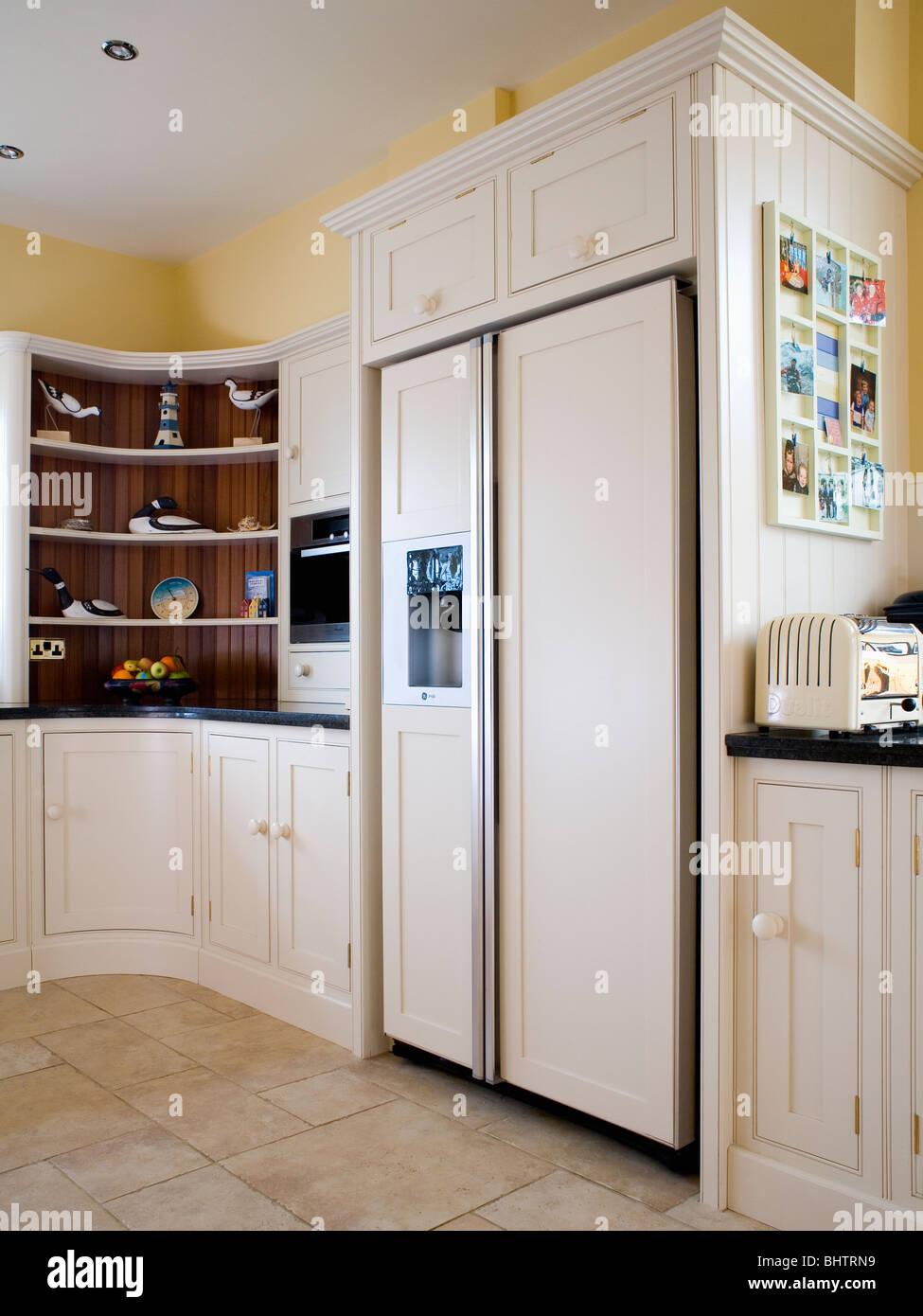 Grande stile americano e frigo-congelatore in crema di ...
