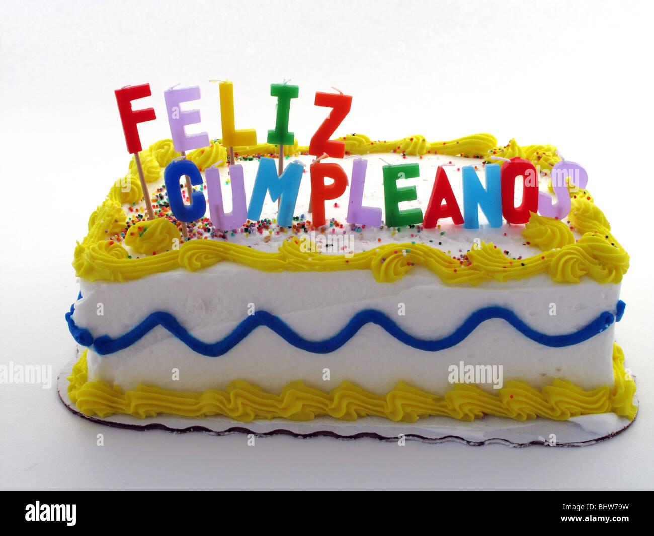 Torta di compleanno con candele in spagnolo Foto & Immagine Stock