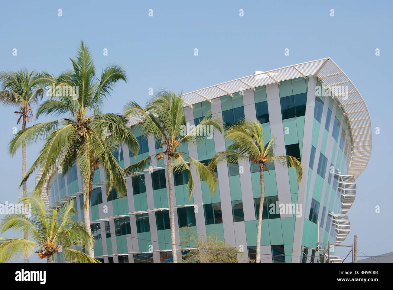 A forma di nave elevato aumento Infosys esso edificio del campus in Kerala.Scena di Infosys campus in Kerala, India Immagini Stock