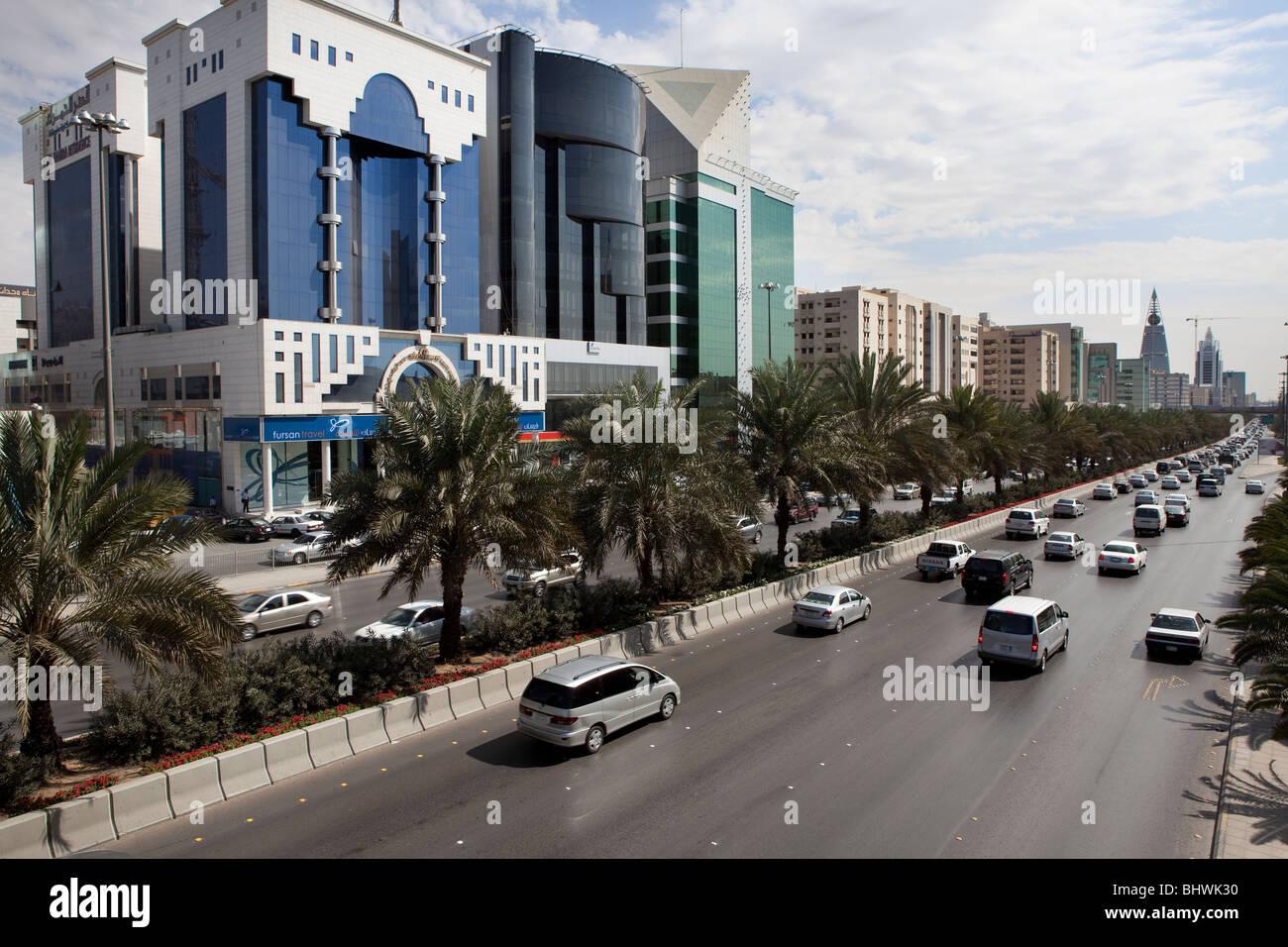Moderno traffico strada trafficata Riyadh Saudi Arabia Immagini Stock