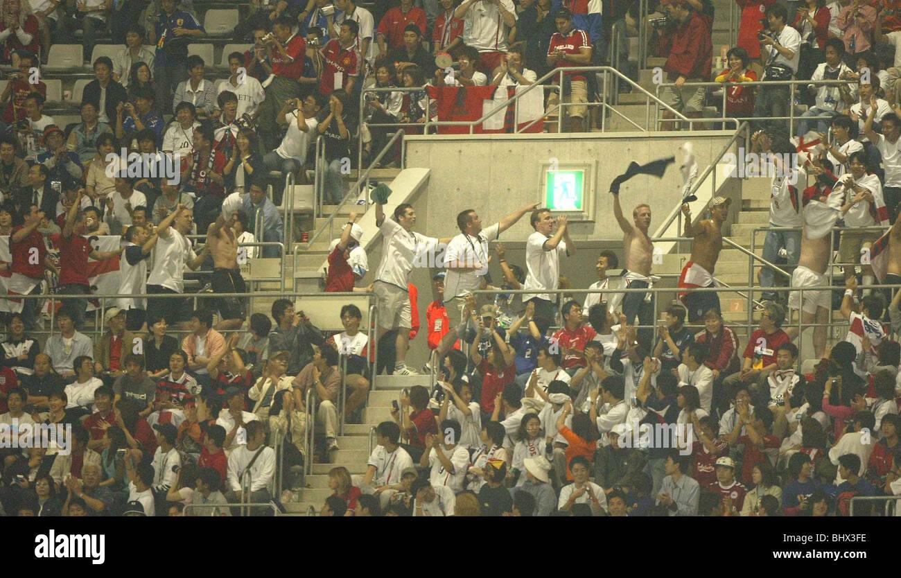 Coppa del Mondo di giugno 2002 secondo turno. Inghilterra sostenitori celebrare durante il loro match contro la Immagini Stock