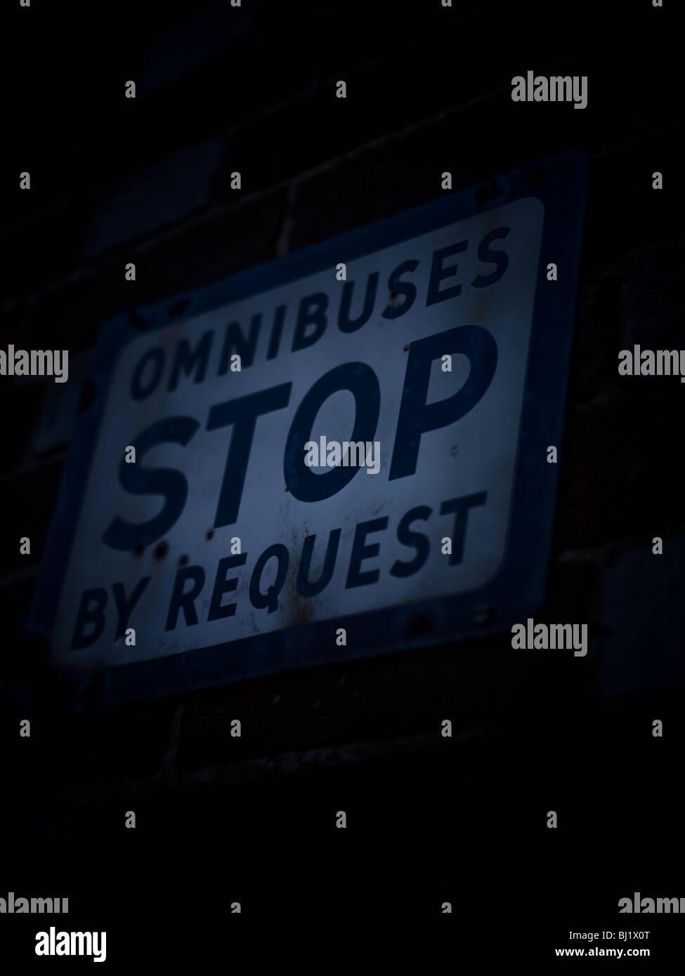 Fermata bus segno richiesta Immagini Stock