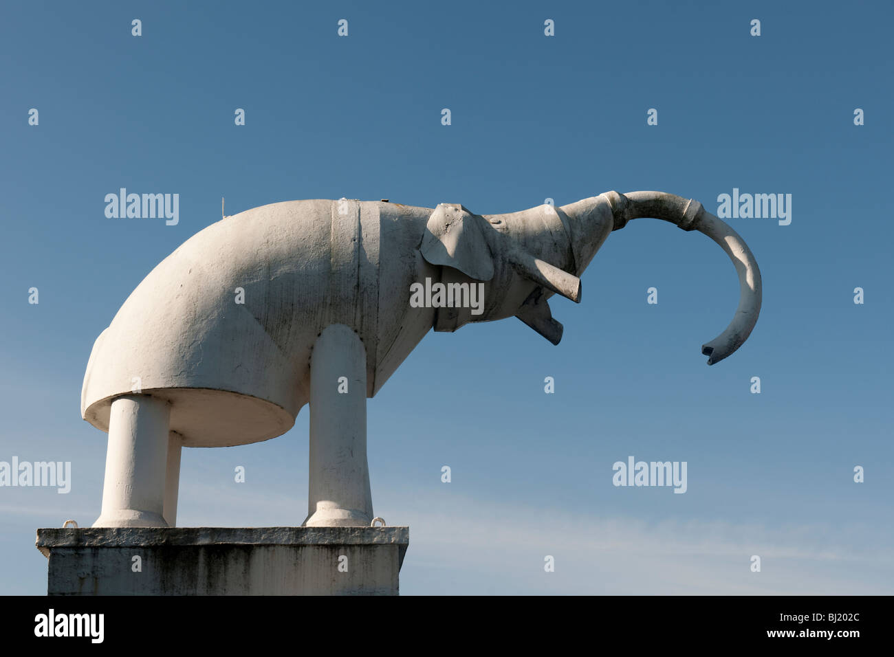 Tubo di calcestruzzo elefante a Camberley Surrey - 1 Immagini Stock