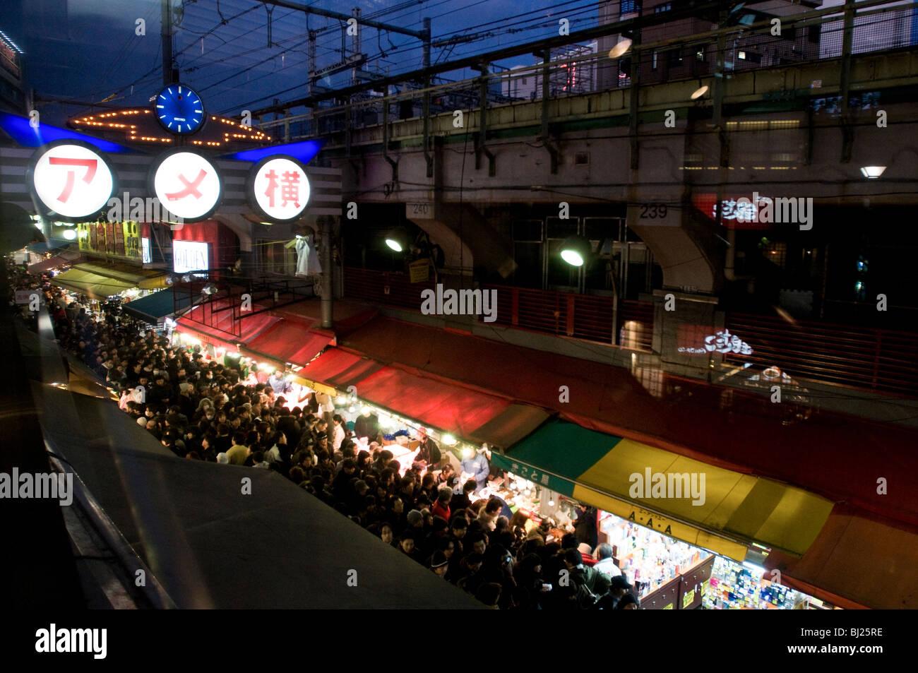 Ameyoko capodanno shopping, Tokyo Giappone. Foto Stock
