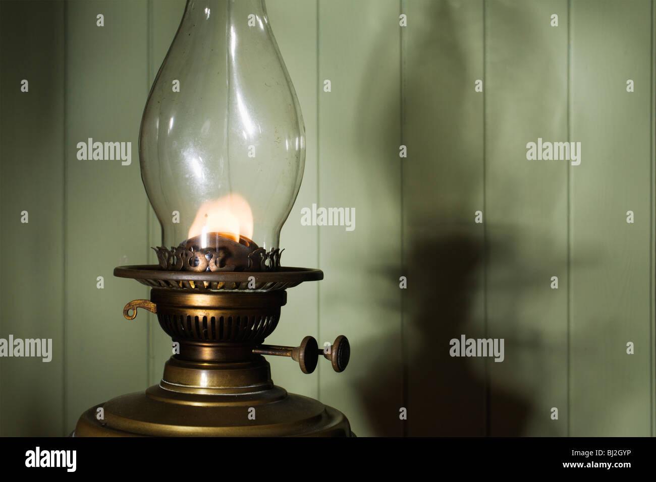 Un ottone olio di paraffina lampada. Immagini Stock