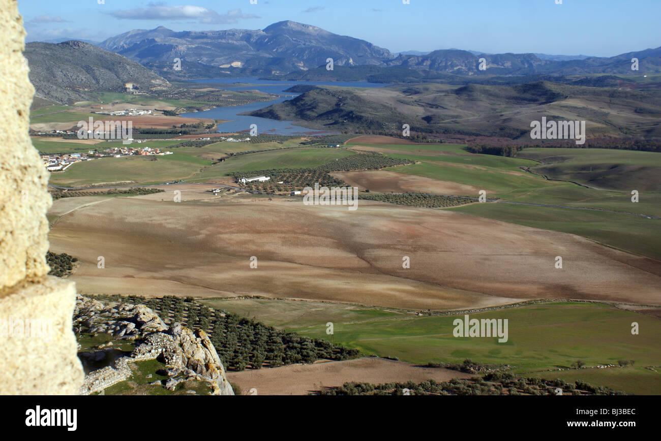 Teba Andalusia Spagna paesaggio vista dal castello con laghi e montagne sullo sfondo Immagini Stock