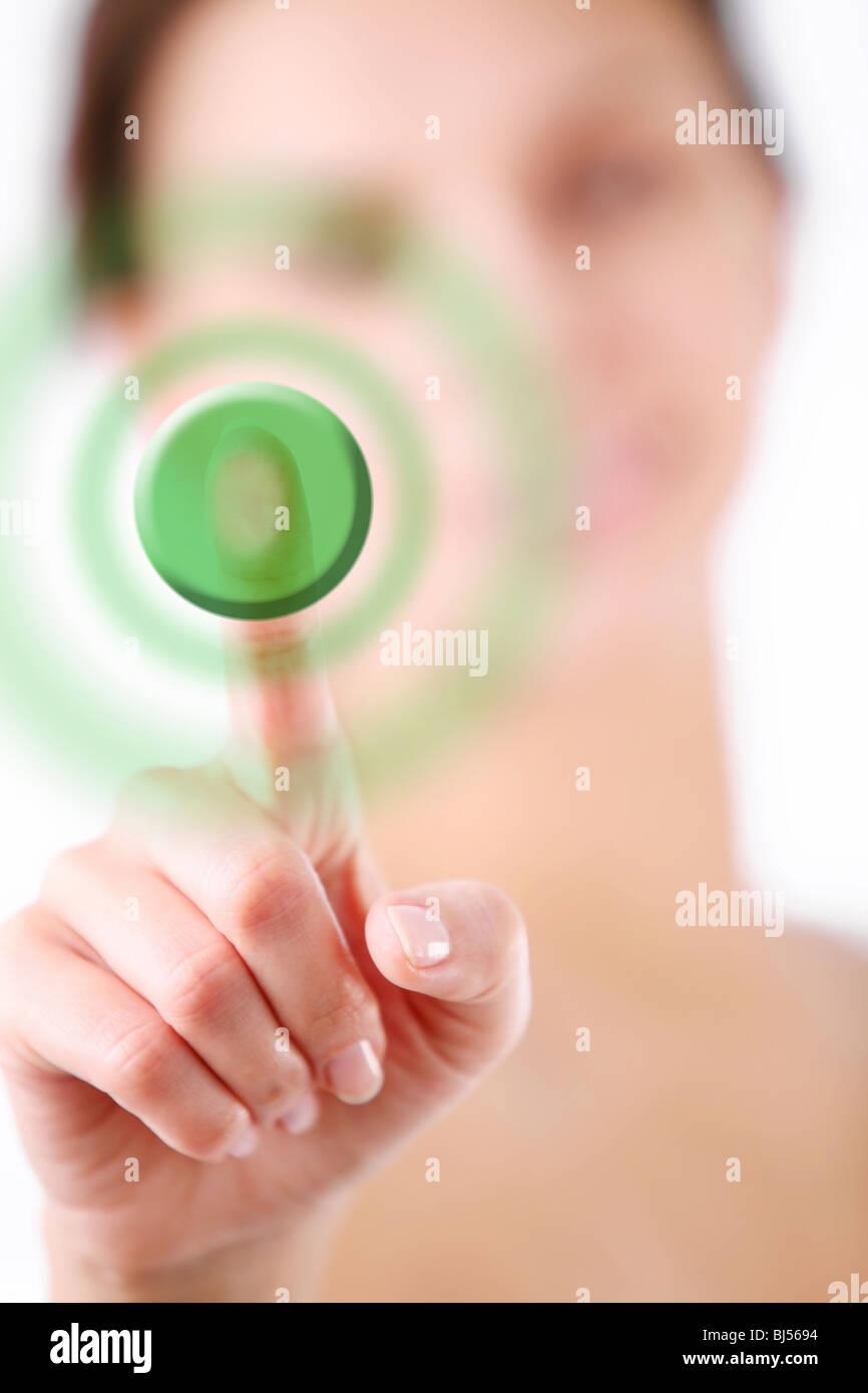 Mano scegliendo un pulsante Immagini Stock