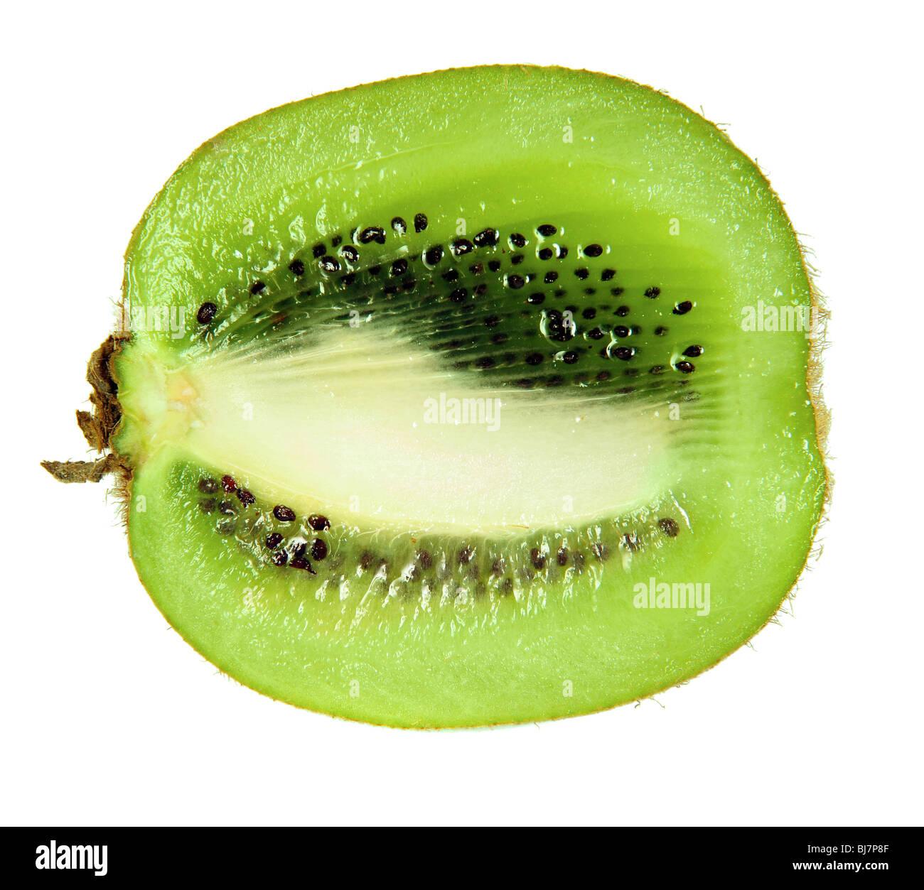 Fetta di kiwi isolato su bianco Immagini Stock