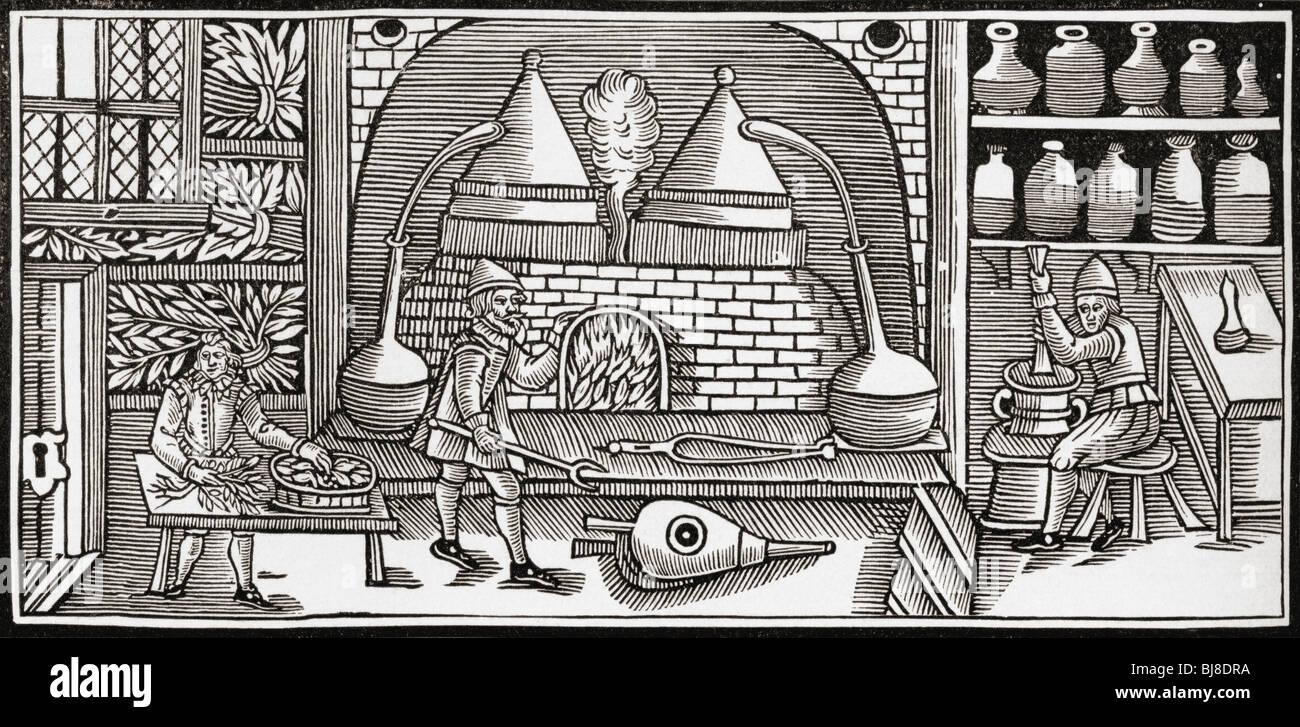 Gli alchimisti componendo un balsamo in epoca medievale Immagini Stock