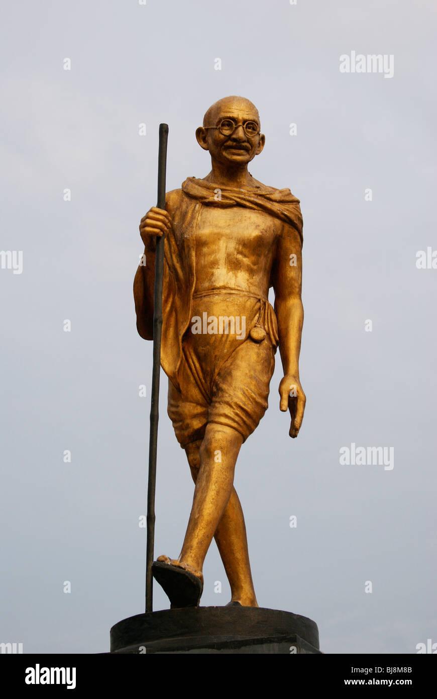 Il Mahatma Gandhi (Mahatma Gandhiji)(Mohandas Karamchand Gandhi) monumento commemorativo statua che si trova nel Immagini Stock