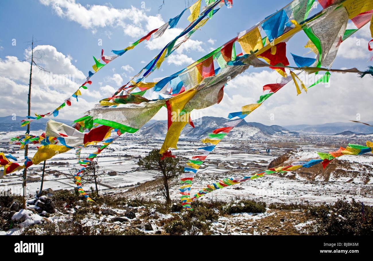 La preghiera buddista bandiere. Shangri La, Cina Immagini Stock