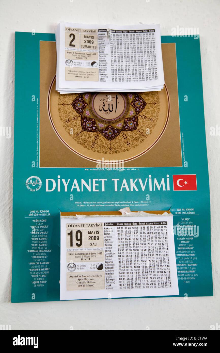 Il Calendario Islamico.Calendario Islamico Appeso Alla Parete Della Moschea Turchia