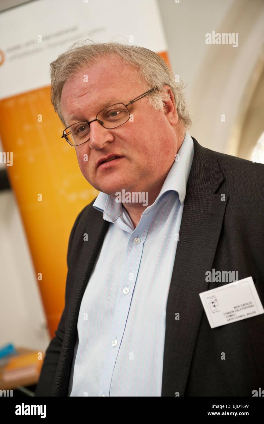 NICK CAPALDI, chief executive di il Consiglio delle Arti del Galles, all'Agor Drysau Theatre Festival 2010 Immagini Stock