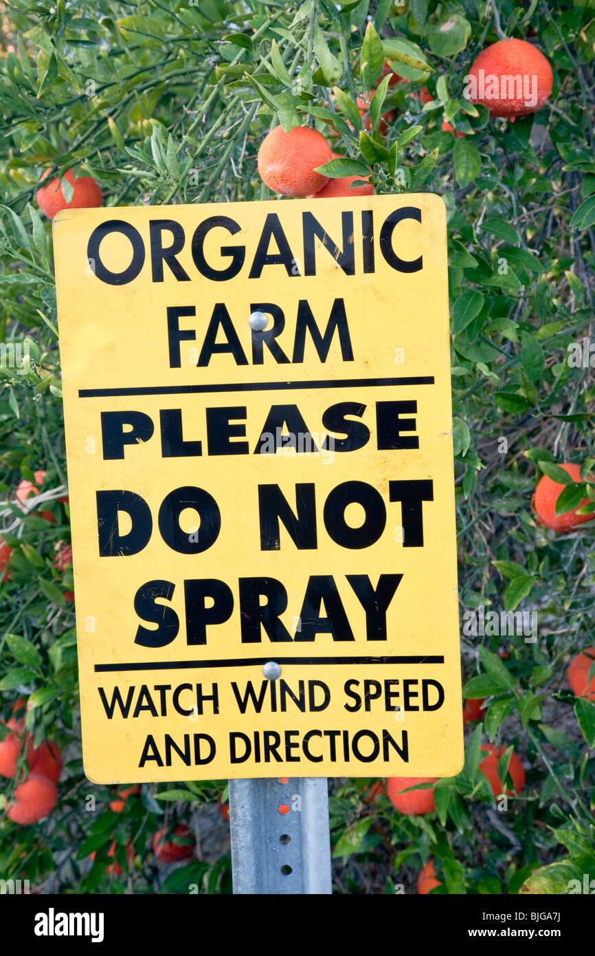 """Segno """"Azienda agricola biologica, si prega di non spruzzare'. Immagini Stock"""