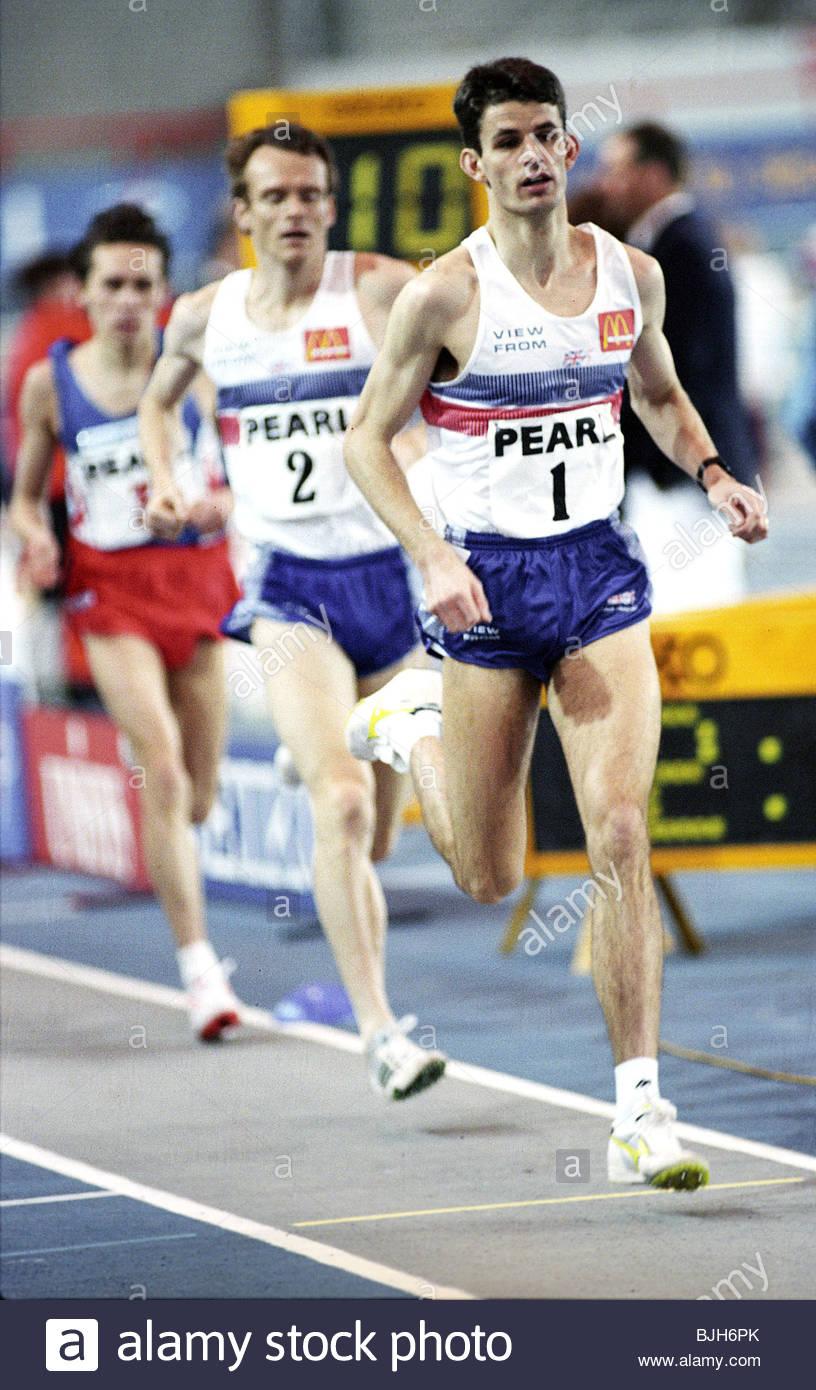 29/01/93 perla internazionali di atletica leggera Kelvin Hall - GLASGOW - Gran Bretagna l' asta di Finch (destra) Immagini Stock