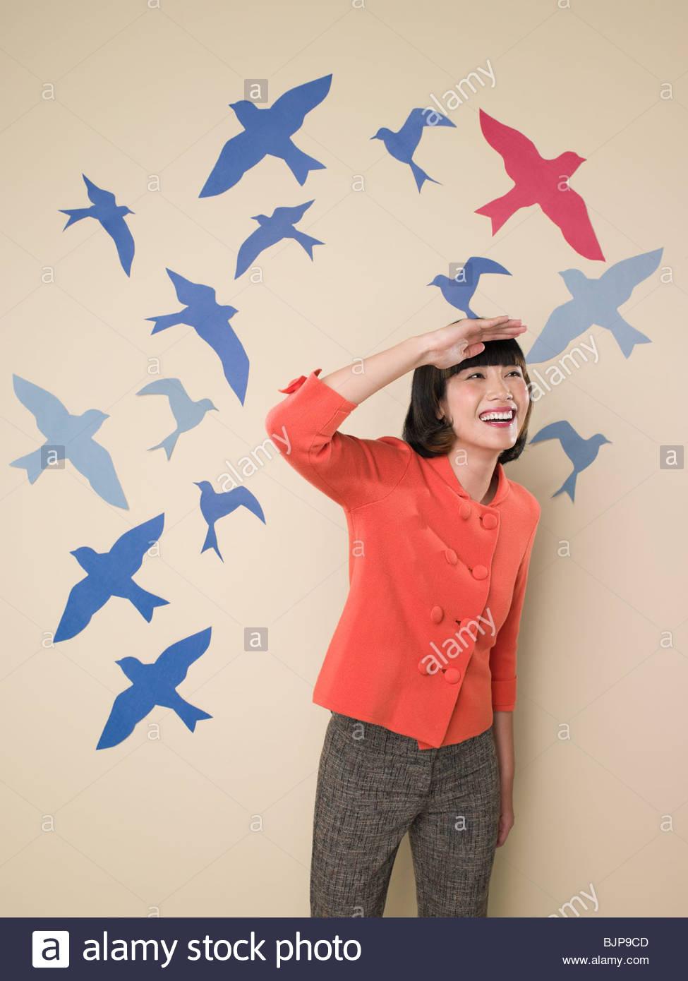 Donna con sfondo di uccelli Immagini Stock