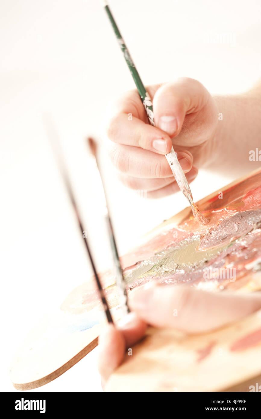 Tavolozza di vernice e spazzole Immagini Stock