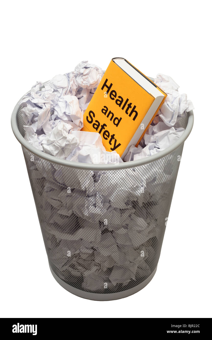 Prenota con parole di salute e di sicurezza sul coperchio in un cestino pieno di carta Immagini Stock