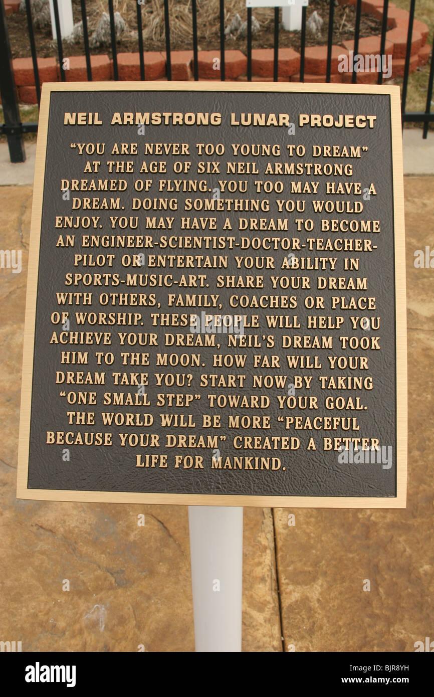 Neil Armstrong Progetto Luner placca. Non si è mai ai giovani di sogno è il tema. Immagini Stock