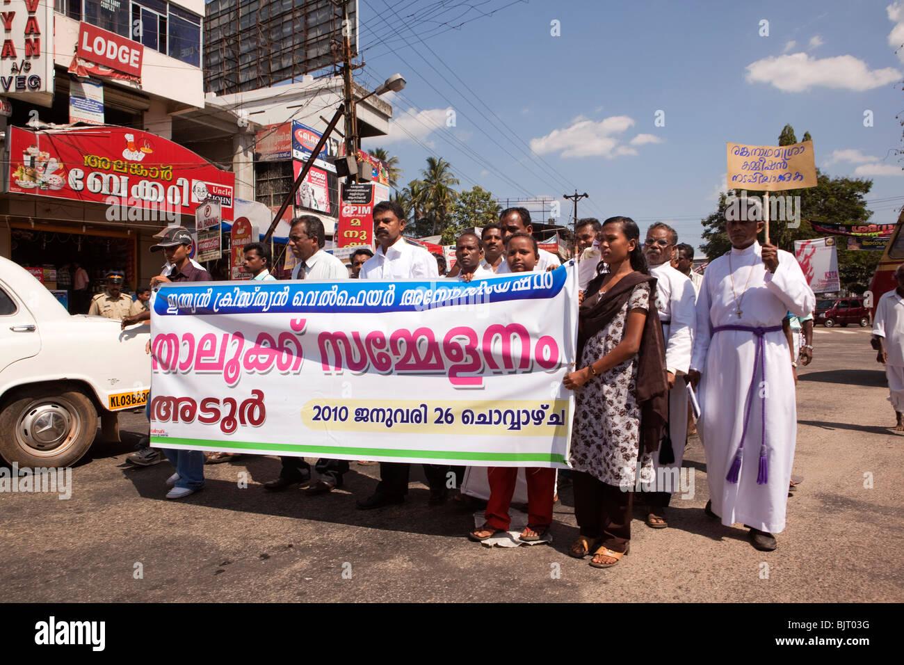 India Kerala, Adoor, sacerdoti in dimostrazione da Christian Welfare Association di influenzare la commissione locale Immagini Stock