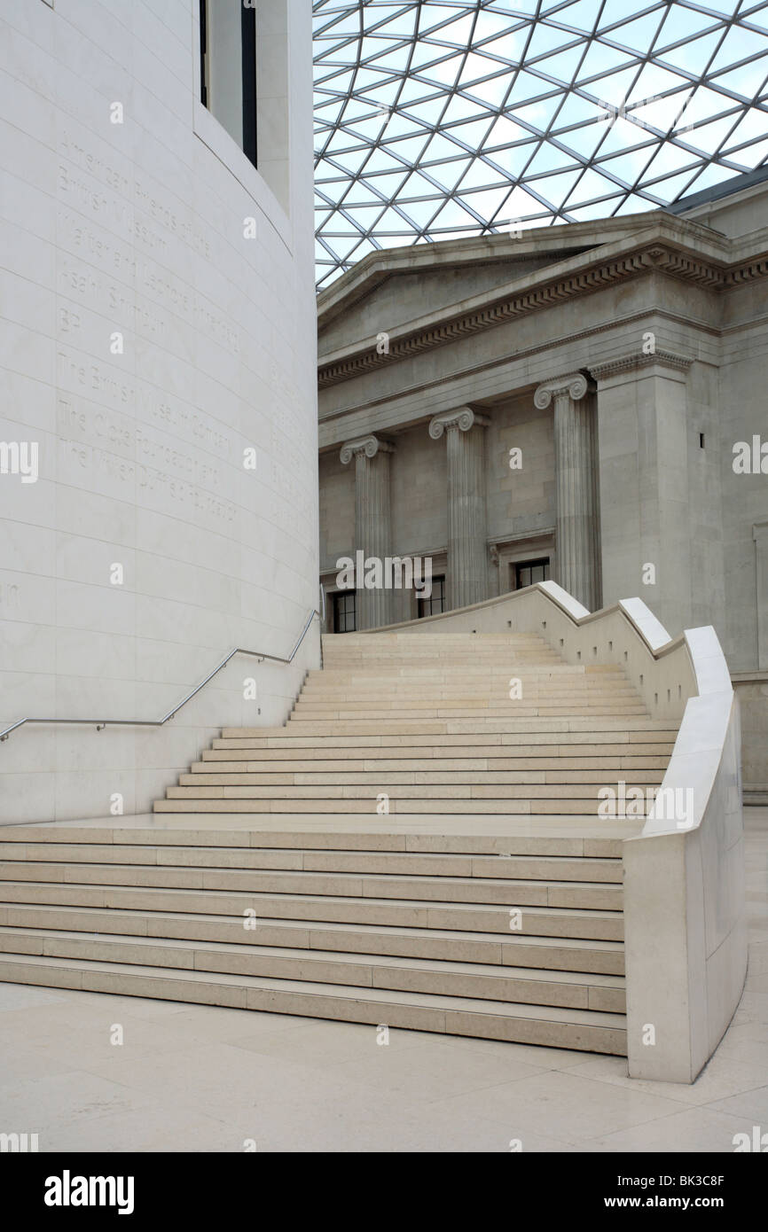 Gradini di marmo, British Museum, Great Court, Londra, Inghilterra, Regno Unito Immagini Stock