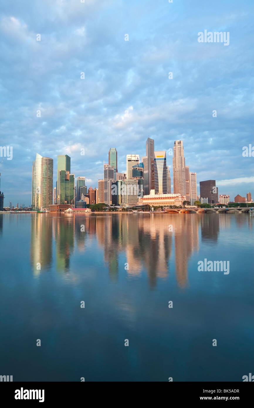 Skyline e il quartiere finanziario all'alba, Singapore, Sud-est asiatico, in Asia Immagini Stock