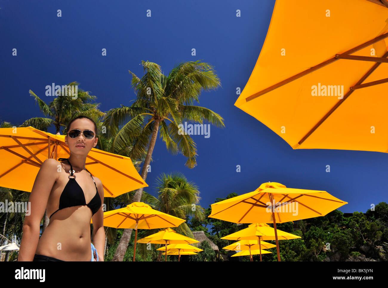 Ragazza sulla spiaggia, Shangri La Boracay Resort and Spa in Boracay, Filippine, Sud-est asiatico, in Asia Immagini Stock