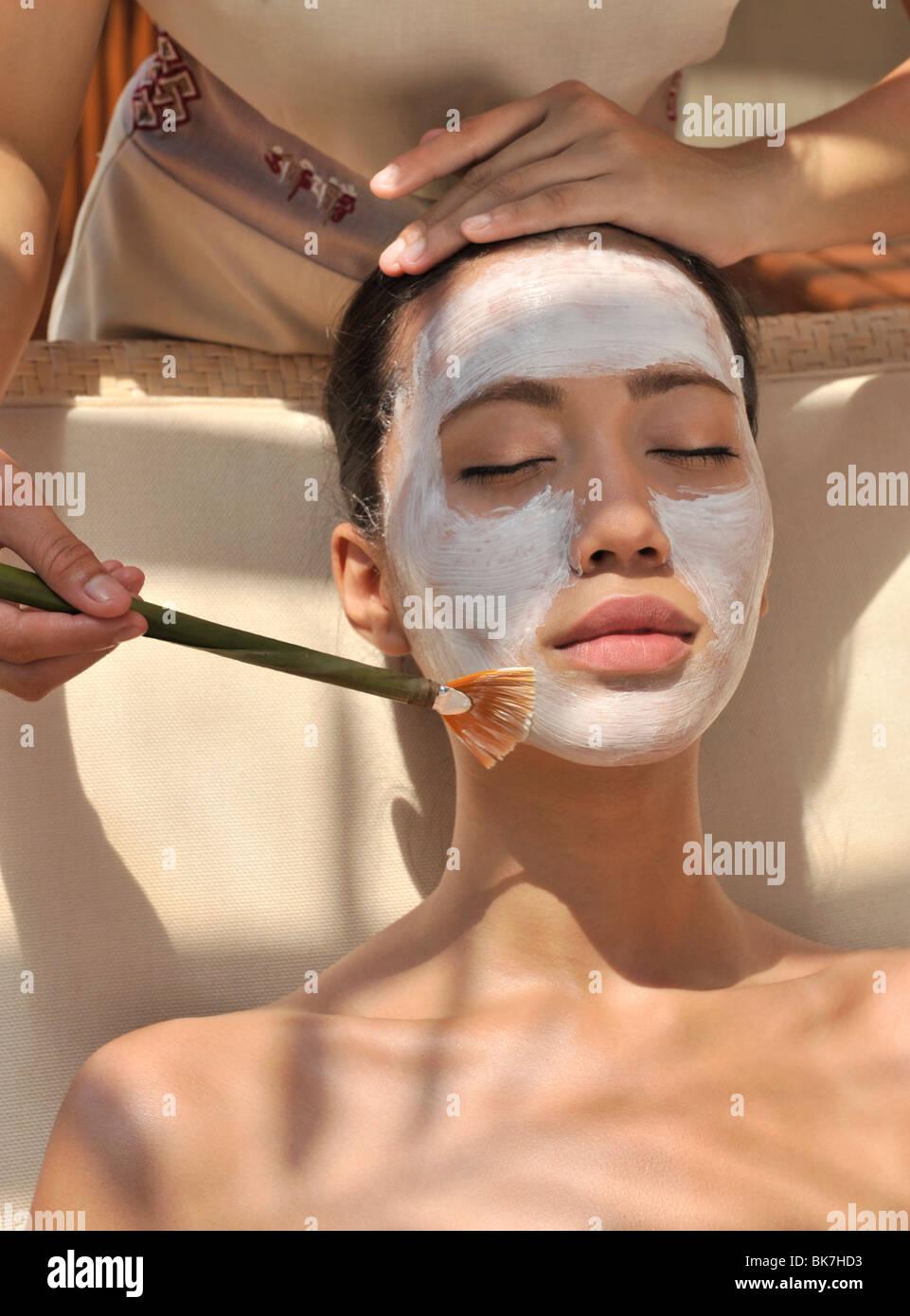 Trattamento del viso a Chi Spa allo Shangri La Boracay Resort and Spa in Boracay, Filippine, Sud-est asiatico, in Immagini Stock