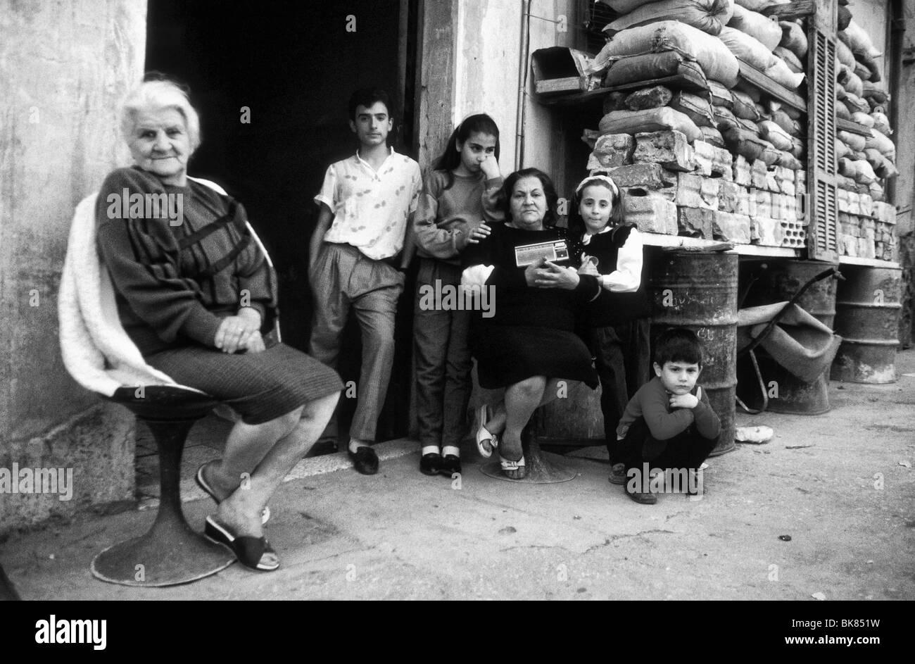 I civili durante il tempo di guerra a Beirut Libano nel1989 Immagini Stock