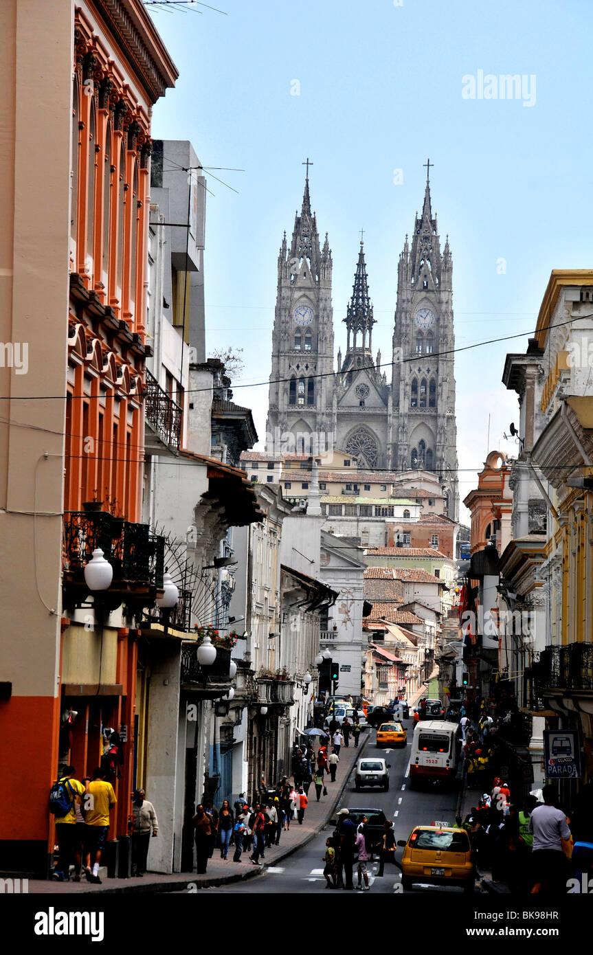 Il quartiere storico, la Basílica del voto Nacional, Quito Ecuador Immagini Stock