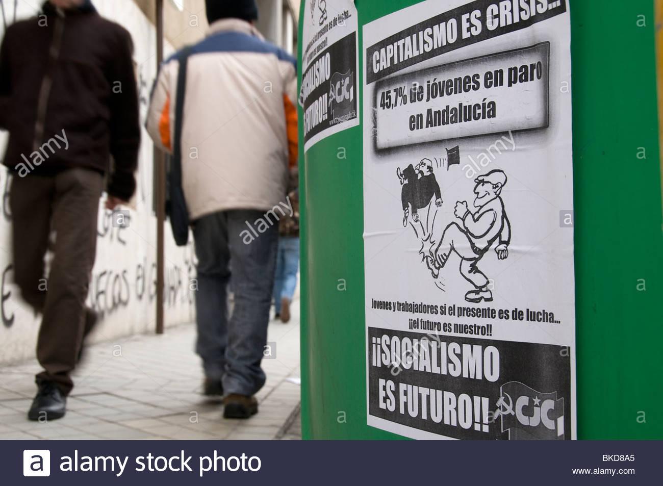 Poster da spagnolo partito comunista che denuncia il fatto che i giovani (sotto i 25s) il tasso di disoccupazione Immagini Stock