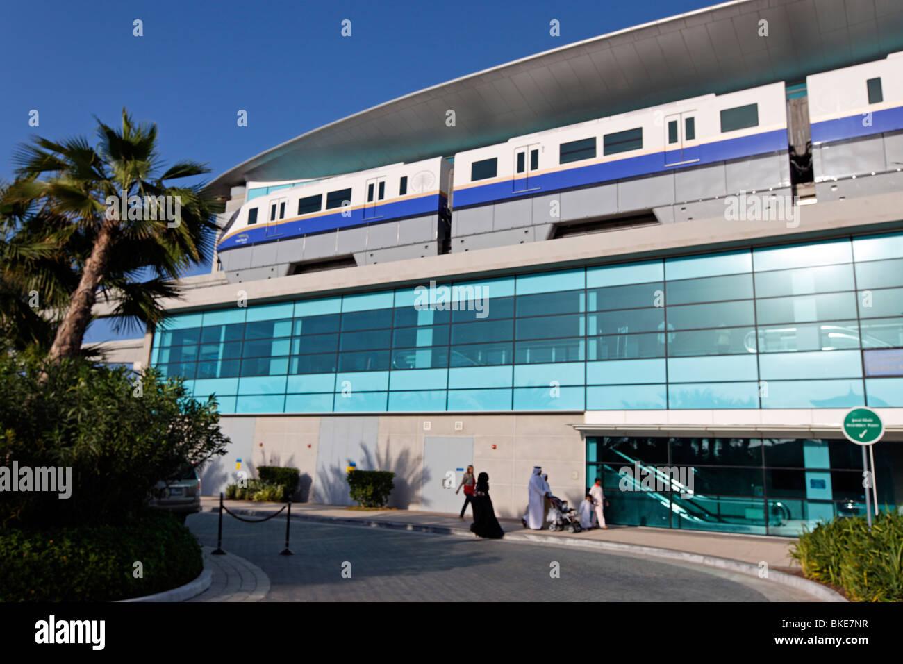 Stazione della metropolitana a Palm Jumeirah vicino a Atlantis Hotel a Dubai, Emirati Arabi Uniti Immagini Stock