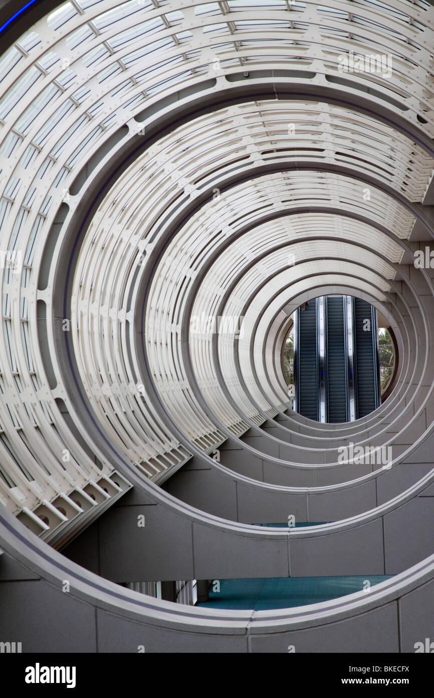 Cerchi concentrici nel soffitto della San Diego Convention Center atrium Immagini Stock