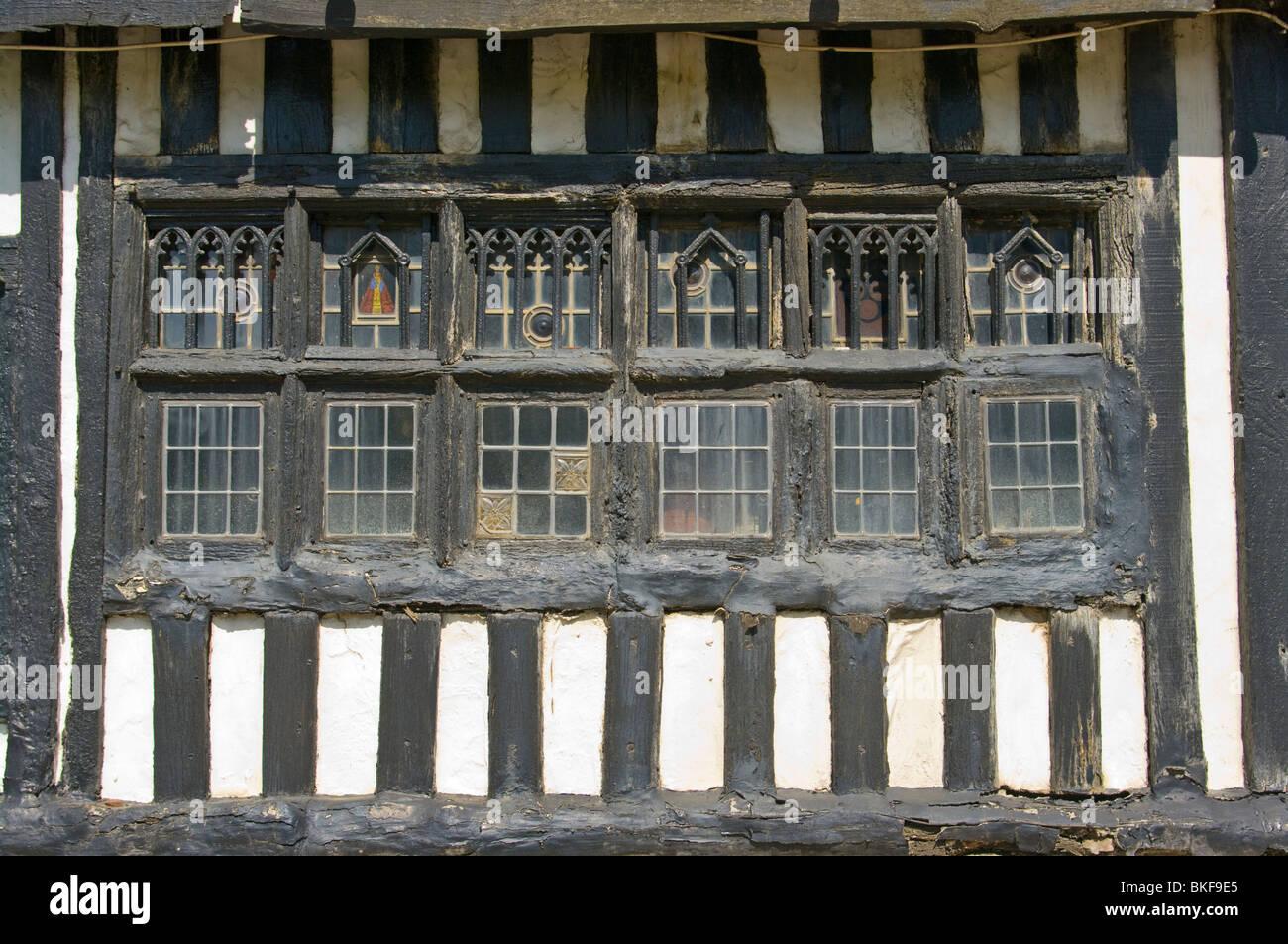 risalente edifici in rovere incorniciato