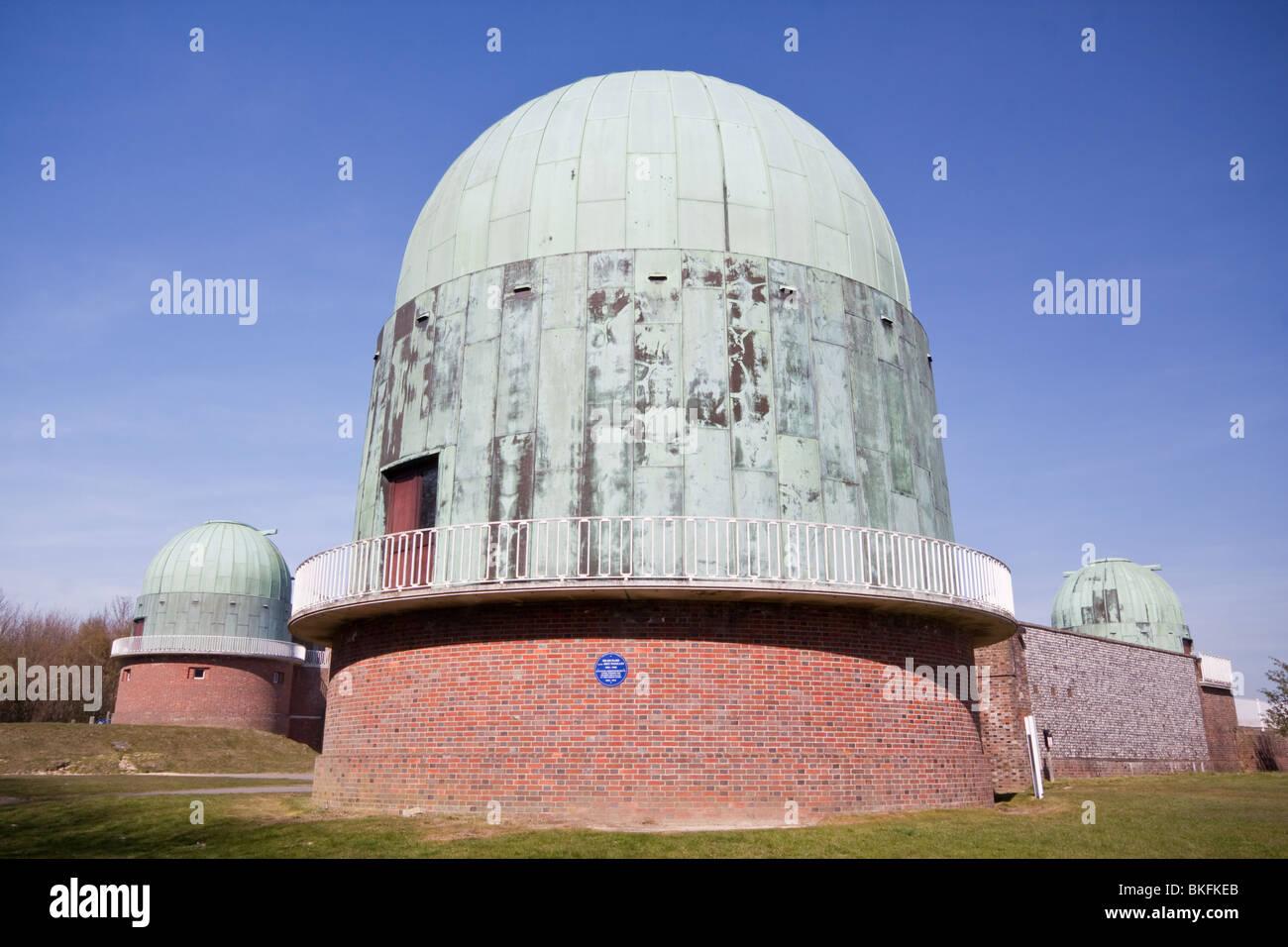 Cupole a Herstmonceux osservatorio, precedentemente parte del Royal Observatory di Greenwich Immagini Stock