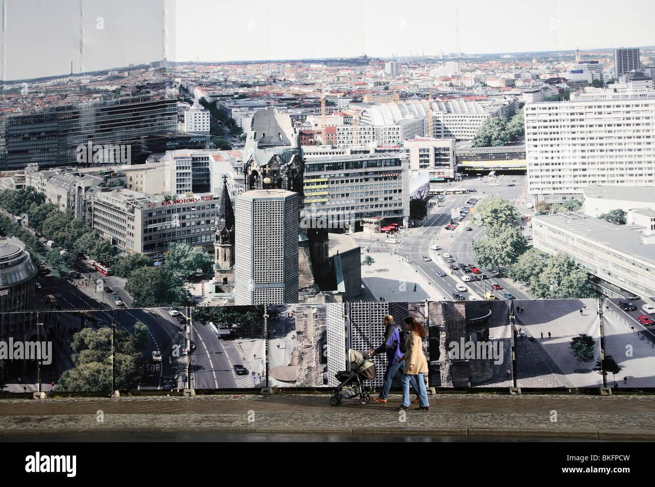 Grandi poster che mostra il centro della città di Berlino, Germania Immagini Stock