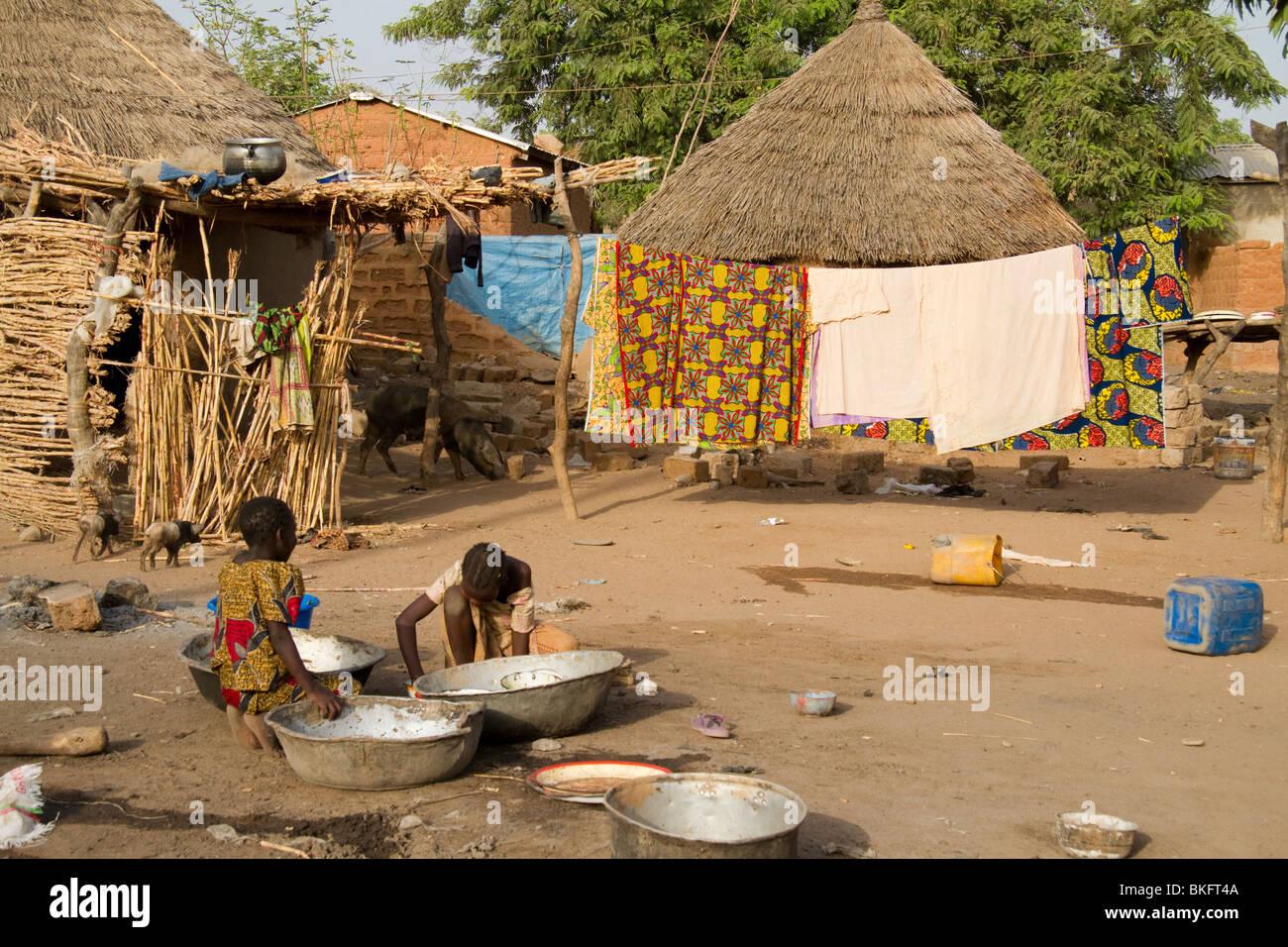 Un villaggio camerunese. Immagini Stock