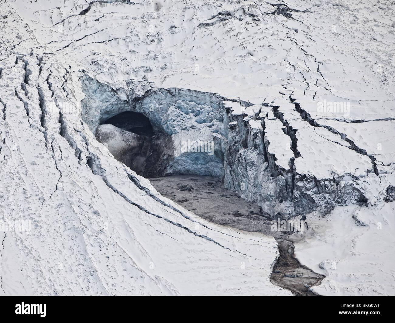 Gigjokull,-uscita dal ghiacciaio Eyjafjallajokull. Correndo acqua e inondazioni dovute a Eyjafjallajokull eruzione Immagini Stock