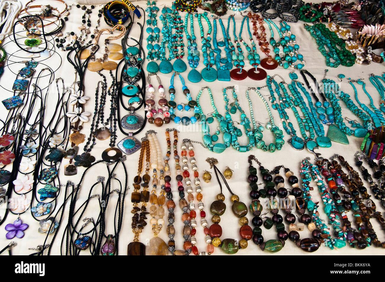 Bigiotteria gioielli in vendita da venditore ambulante di Bridgetown Barbados Indie ad ovest dei Caraibi Immagini Stock
