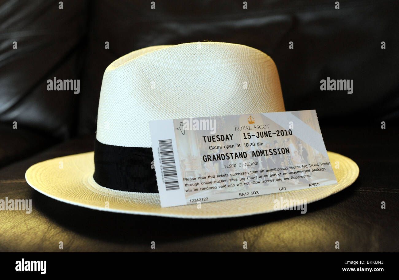 Cappello di Panama e biglietto per il Royal Ascot racing Foto ... b7c5dcbb28a1