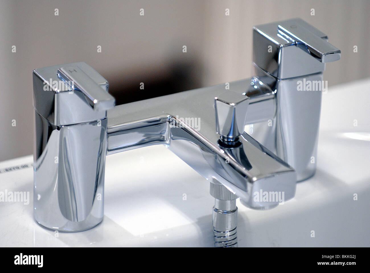 Bagno moderno rubinetto miscelatore foto & immagine stock: 29318538