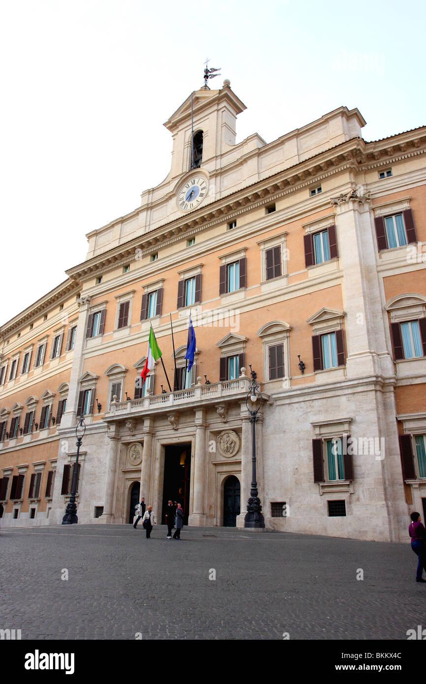 Montecitorio palazzo è un edificio di Roma in cui la Camera dei Deputati  della Repubblica Italiana Foto stock - Alamy