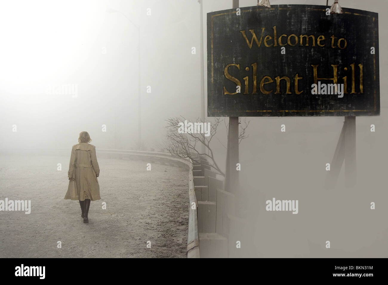 SILENT HILL (2006) RADHA MITCHELL SIHI 001 - Annuncio Immagini Stock